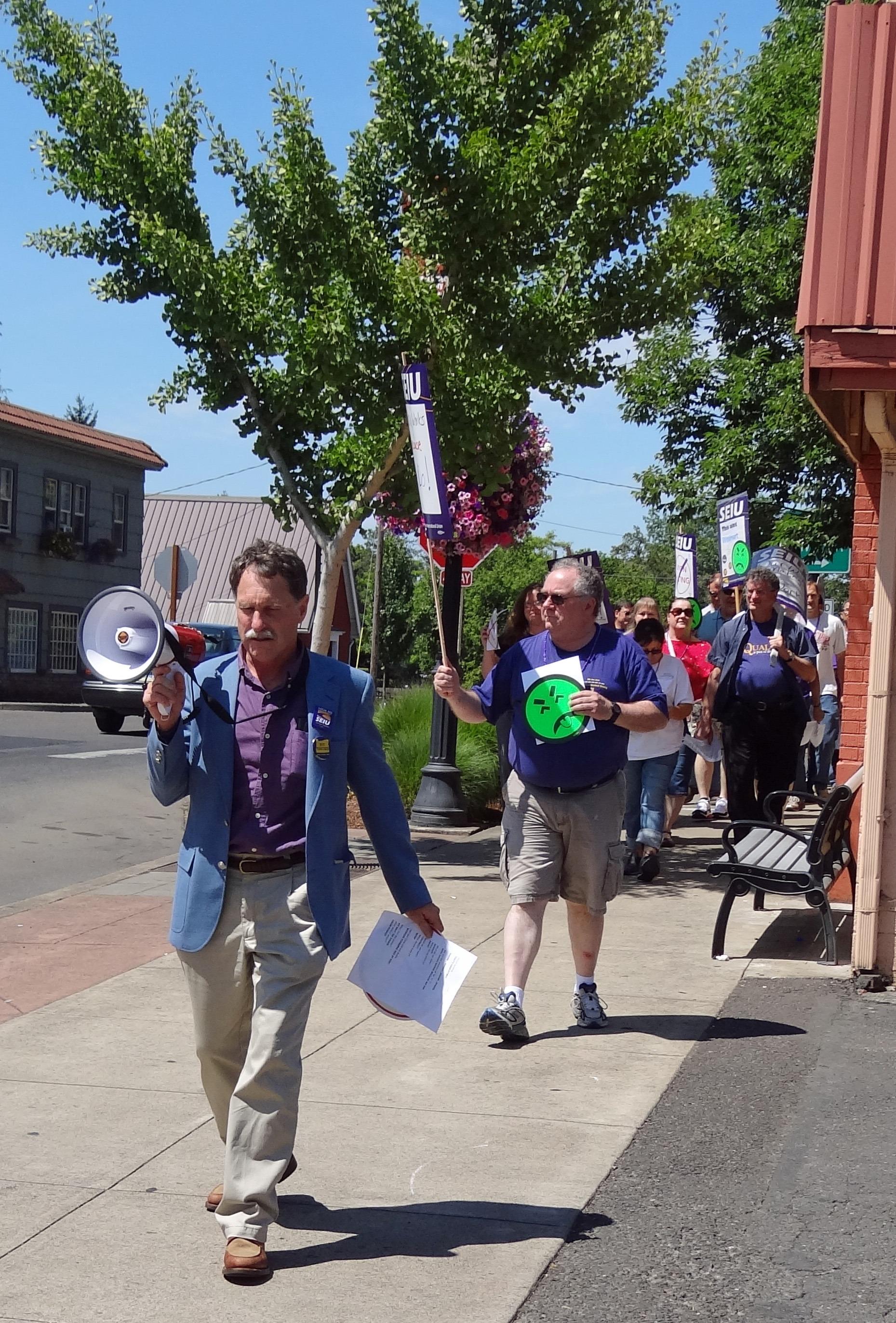 Photo of SEIU member Rob Sisk leading chants