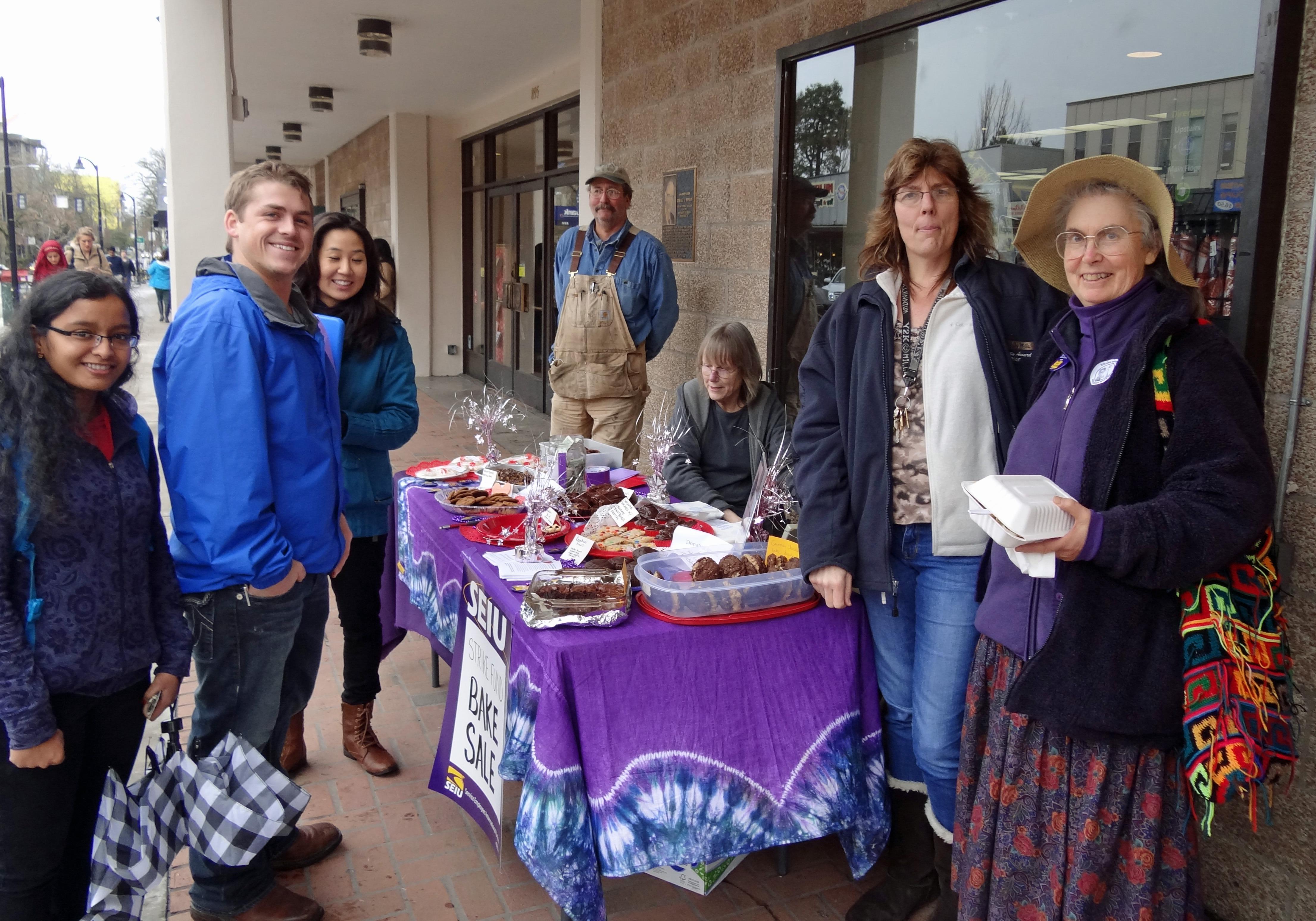 Student customers, Craig Koharchick, Linda Sappington, Beth Singler, and Dorothy Attneave.